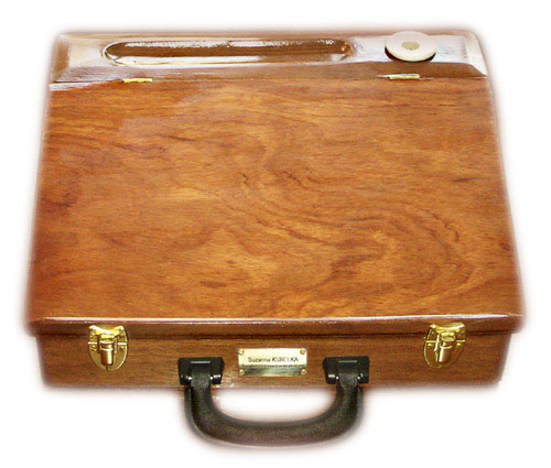 The Travelling-Desk&reg; is a patented,<br>new invention: an attach&eacute; case and a writing desk, in one!